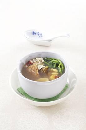 一張含有 桌, 食物, 碗, 盤 的圖片自動產生的描述