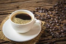 一張含有 杯子, 咖啡, 桌, 食物 的圖片自動產生的描述