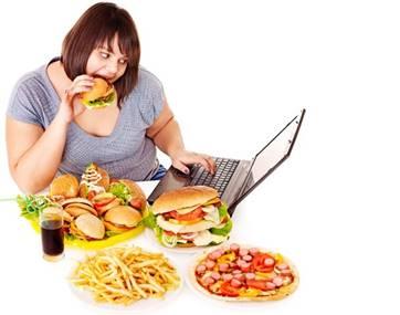一張含有 個人, 食物, 桌, 室內 的圖片自動產生的描述