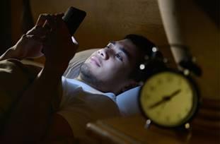 一張含有 室內, 個人, 男人, 時鐘 的圖片自動產生的描述