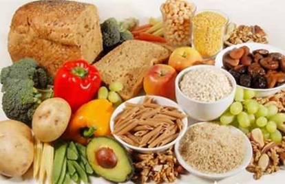 一張含有 食物, 桌, 盤, 差異 的圖片自動產生的描述