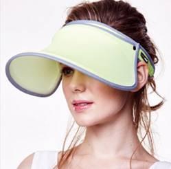 一張含有 個人, 眼鏡, 帽, 穿著 的圖片自動產生的描述