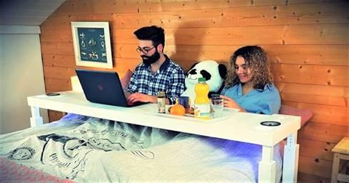 一張含有 室內, 桌, 床, 小 的圖片自動產生的描述