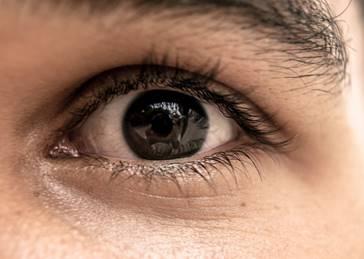 飛蚊症有機會是其他眼疾的警號。(Well Cabral/unsplash)