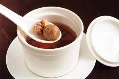 一張含有 咖啡, 盤, 杯子, 桌 的圖片自動產生的描述