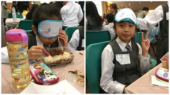 奧比斯舉辦「蒙眼午飯」活動,有學生認為摸黑吃飯「非常麻煩」,稱以後會愛惜眼睛。(王潔恩攝)