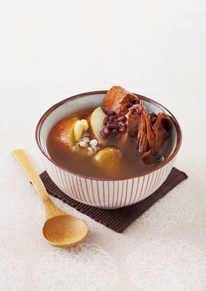 一張含有 盤, 桌, 食物, 甜點 的圖片自動產生的描述
